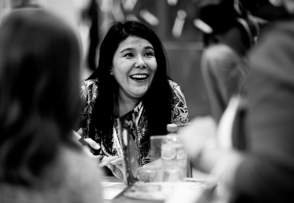 Leslie Umezaki en dédicace au Salon du livre et de la presse de Genève, en avril 2017.