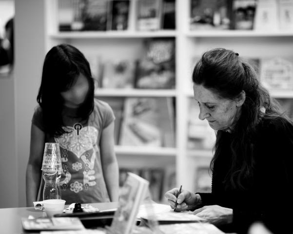 Anne Wilsdorf, illustratrice des aventures de Petchi.