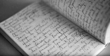 Pages ouverges d'un carnet manuscrit
