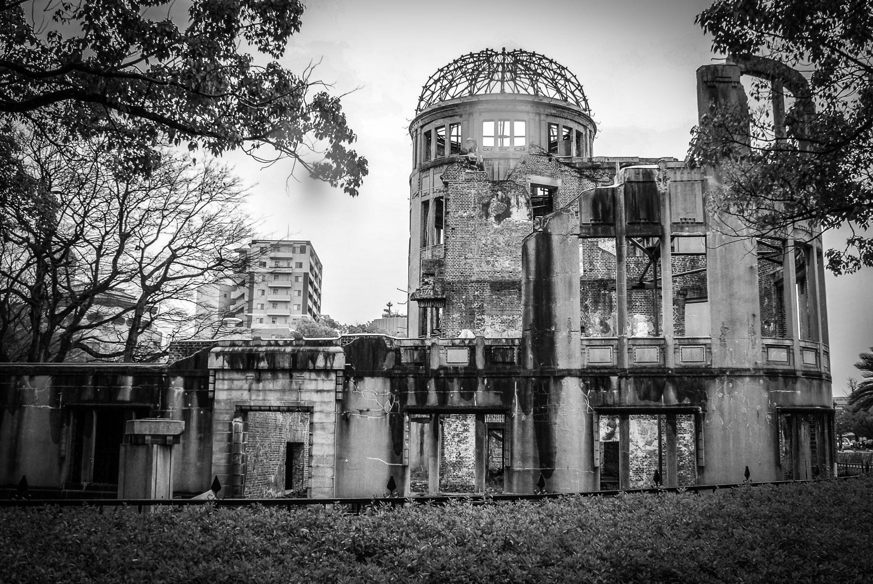 le Dome A, survivant de béton calciné de la bombe larguée juste au-dessus de son armature toujours intacte.
