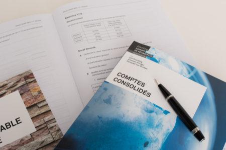 Photo de la page de couverture de «Comptes consolidés» de Andreas Winiger, Urs Prochinig et Hansueli von Gunten.