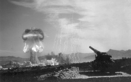 Essai nucléaire au sol.
