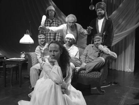 Photo des comédiens regroupés sur scène